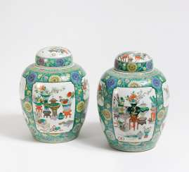 Pair of cover vases with the Hundred Antiques