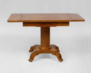 Side bolsters on the table in the Biedermeier style.