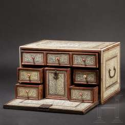 "Rare, fine and engraved ""Mogul"" cabinet box, North / West India, 17th century"
