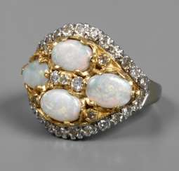 Ladies ring with precious opal and diamonds