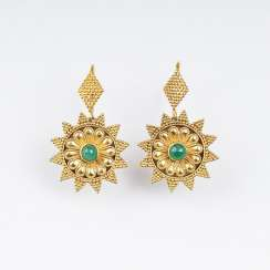 Pair of Gold earrings with emeralds