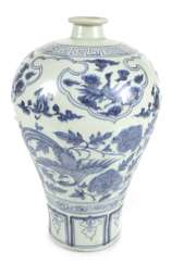 Blue-and-white decorated porcelain vase, Meiping