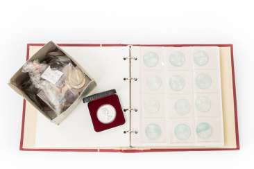 Classic collection of coins and medals, with SILVER in particular Germany with 64 x 10 DM, and 55 x 5 DM,