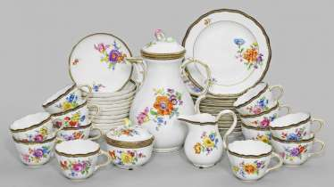 Coffee service with floral decoration
