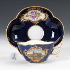 Quatrefoil Cup and saucer with cobalt Fund, MEISSEN.