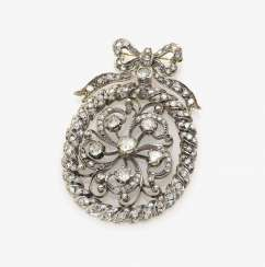Brooch with diamonds
