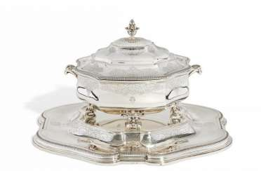 MAGNIFICENT TUREEN WITH coat of arms engraving ON Large-PRESENTOIR. Paris. 1900. André Aucoc.