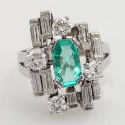 Ladies ring set with a fac. Emerald approximately 1.5 ct