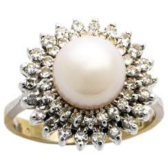 Cocktail ring with diamonds and pearl