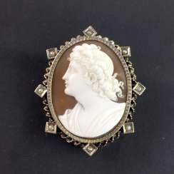 Respectable Gemme/Kamée brooch with circumcised and carved shell: silver plated. Classicism to 1820.