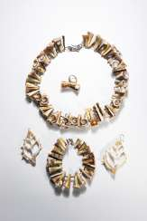 Jewelry ensemble from bivalve molluscs and marine gastropods