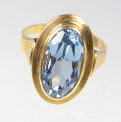 Ring with blue stone yellow gold 333