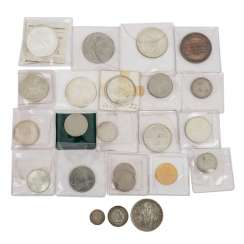 Small lot with over 20 coins,