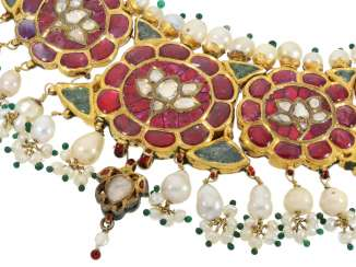 Chain/necklace: antique, very rare Indian wedding jewelry with fine rubies, pearls, emeralds and diamonds, the reverse enamelled side, probably 1.Half of the 20. Century.