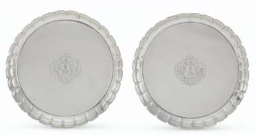 A PAIR OF GEORGE II SILVER STRAWBERRY DISHES