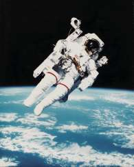 The first untethered space flight: astronaut Bruce McCandless II using the Manned Manoeuvering Unit in space, February 7, 1984
