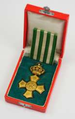 Saxony: General honour cross with crown, in a case.
