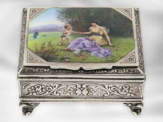 Box: high-quality silver box with fine enamel magnifying glass painting, probably around 1900