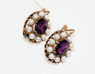 Earrings with amethyst and pearls
