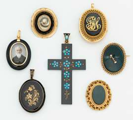 Mixed lot: seven mourning jewelry pendants