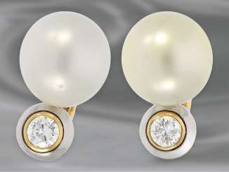 Earrings: very high-quality South sea cultured pearl clip-on earrings with brilliant-cut diamonds, approx 0.85 ct, 18K Gold