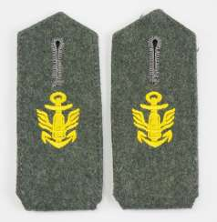Navy: Pair of shoulder boards for coastal artillery crews.