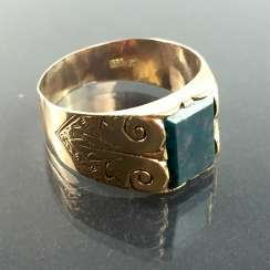 Mens Ring: Yellow Gold 333, heliotrope, art Nouveau circa 1920, very good.