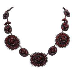 Necklace set with garnet,