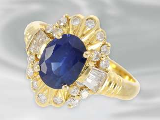 Ring: decorative sapphire ring with diamonds, total approx. 1,64 ct, 18K yellow gold