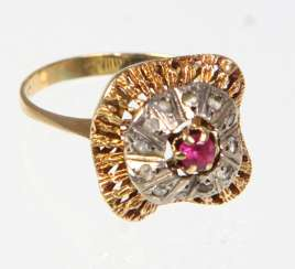 Ruby Ring with white sapphires - yellow gold 585