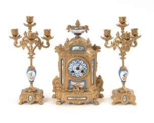 Mantel clock set with 2 candle chandeliers