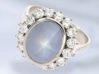 Ring: white Golden vintage brilliant ladies ring with large star sapphire of approx. 9,5 ct, new price about 12,000 DM