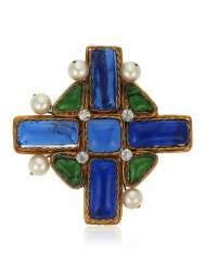 UNSIGNED CHANEL RHINESTONE, FAUX PEARL AND GRIPOIX GLASS CROSS PENDANT BROOCH