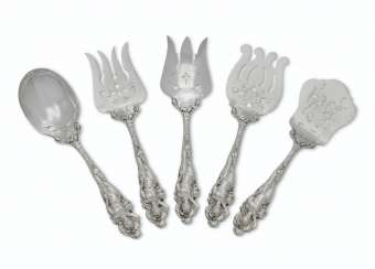 A SET OF FIVE AMERICAN SILVER LARGE FLATWARE SERVERS