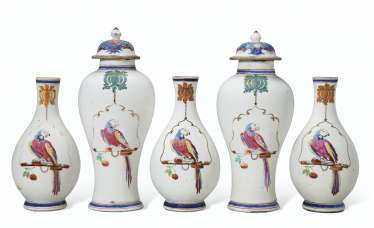 AN ASSEMBLED FIVE-PIECE FAMILLE ROSE 'PARROT ON A PERCH' GARNITURE