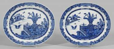 Pair of blue and white plates with landscape decoration