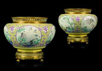 A PAIR OF FRENCH 'CHINOISERIE' ORMOLU-MOUNTED GLAZED EARTHENWARE JARDINEIRES