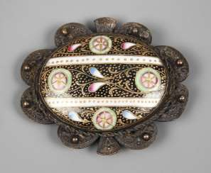 Brooch with enamel lining
