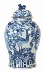 Lid vase with blue painting China