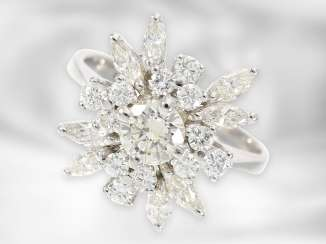 Ring: fine, white Golden vintage diamond/diamond-flower-ring approximately 1.1 ct, center stone of approximately 0.4 ct