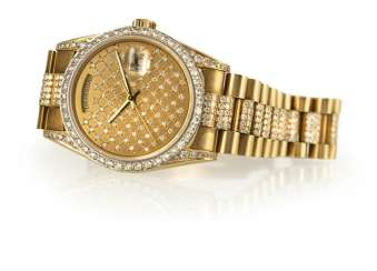 Fine 18 Kt automatic wristwatch with Aftermarket diamond trimming