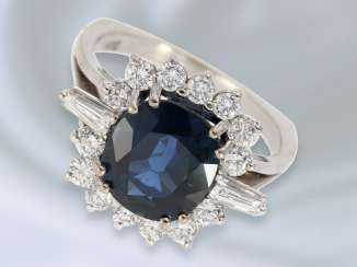 Ring: high quality vintage gold wrought ring with brilliant/diamonds and fine sapphire, crafted from 14K white gold