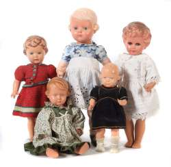 5 girl dolls, turtle, Celluloid, 2 x well -