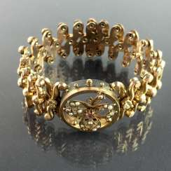 Historicism-bracelet / accordion-bracelet: Gold Doublée, decorated with Orient pearls, and ruby, very rare.