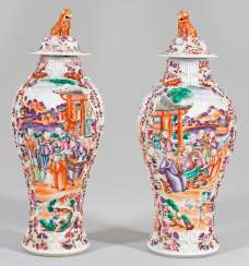 Pair of cover vases with Hofzeremonien
