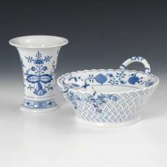 Onion pattern-handle Cup, and 1 -Vase, Meissen.