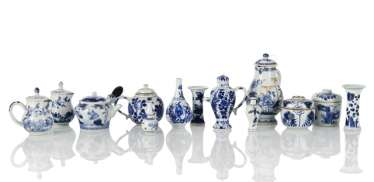 Set of thirteen blue and white-decorated porcelain