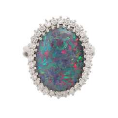 Ring with Opal-triplette and diamonds