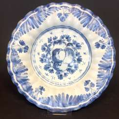 Baroque faience trays plate: fruit decor, Hanau, Germany, around 1700. Very nice.
