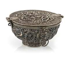 Fine lidded box of a precious Cup made of silver with nine dragons in breakthrough